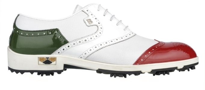 In celebration of 150 years from the unification of Italy - the festival is on 17th March 2011 - Roberto Botticelli has designed a new golf shoe model. It is entirely hand crafted, and it is made in white canvas with patent leather inserts in red and green.