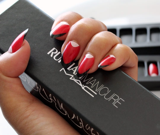 Demoiselle - Ruffian red with white halfmoon and black French tip