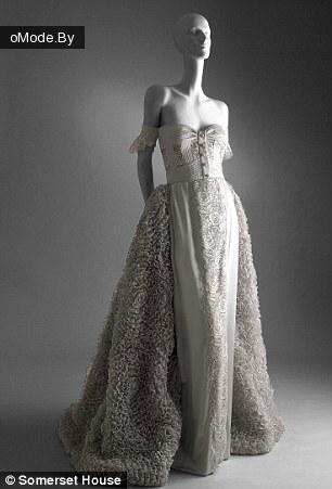 новая выставка Haute Couture от Валентино в Соммерсет Хаус