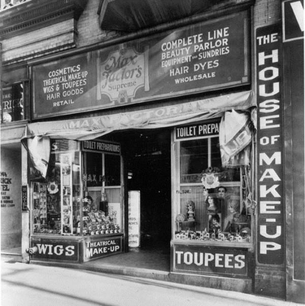 косметический магазин Макса Фактора на Голливудском Бульваре в Лос-Анжелесе