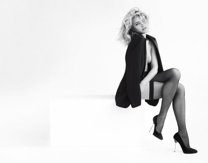 Наталья Водянова в рекламе обуви Стюарта Вейтцмана, осень/зима 2012
