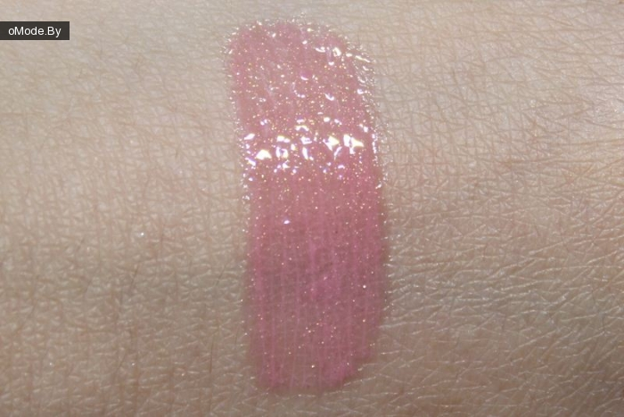 Calvin Klein Delicious Light Glistening Lip Gloss №315 Taffy свотчи