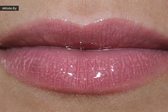 свотчи  Calvin Klein Delicious Light Glistening Lip Gloss №315 Taffy