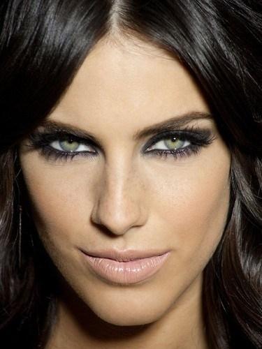 Какие оттенки подходят для макияжа смоки айс для зеленых глаз
