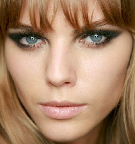 Какие оттенки подходят для макияжа смоки айс для голкбых глаз