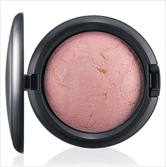 Минеральная пудра-румяна с подсвечивающим эффектом Mineralize Skinfinish Porcelain Pink - Soft pinky coral with gold veining