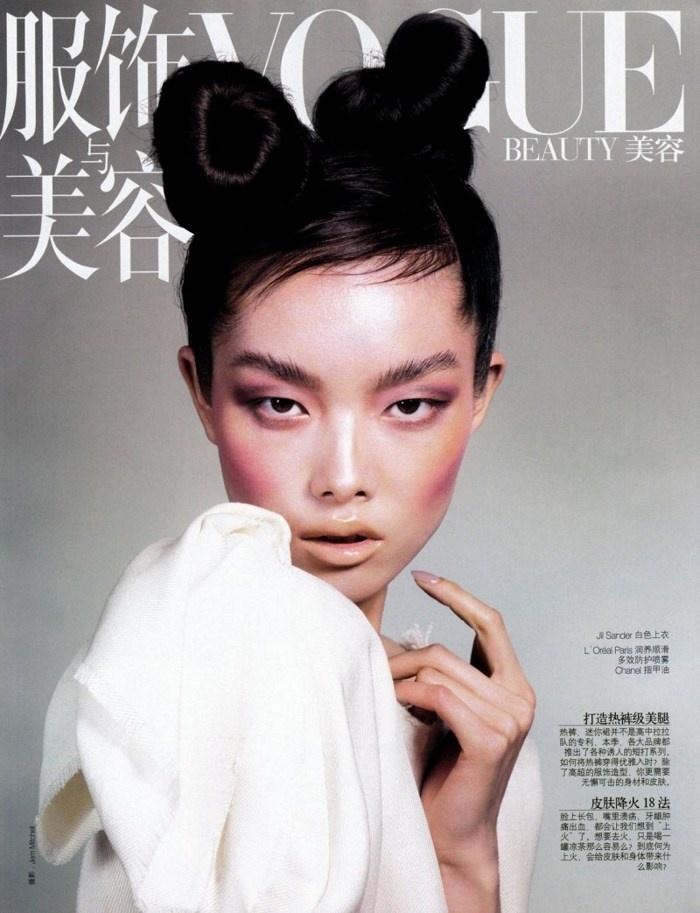 Итальянский Vogue впервые в своей истории поместил на обложку азиатскую модель Фей Фей Сун (Fei Fei Sun) из Китая