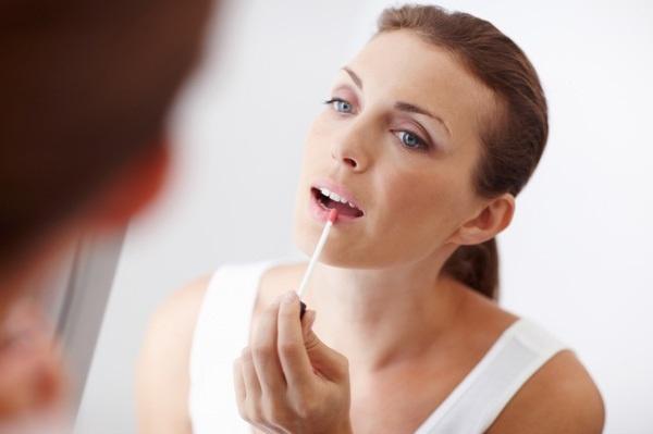 Советы, как выглядеть моложе при помощи правильного макияжа - Макияж губ