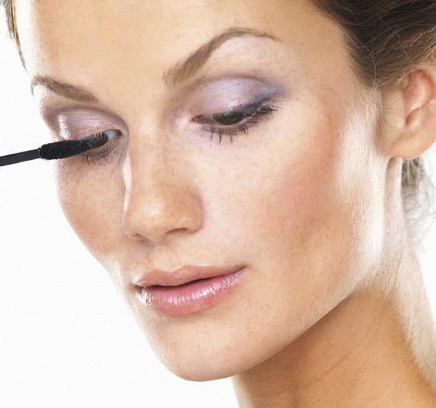 Советы, как выглядеть моложе при помощи правильного макияжа - Макияж глаз