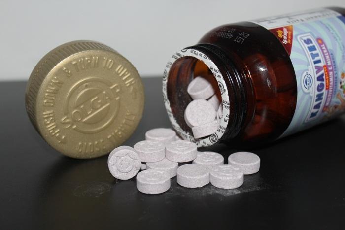 Мультивитамины для детей Solgar, Kangavites, Complete Multivitamin & Mineral Children's Formula, Berry Flavor (120 жевательных таблеток)
