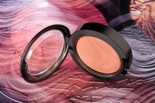 Весенне-летняя коллекция макияжа MAC In Extra Dimension Spring-Summer 2013 Collection