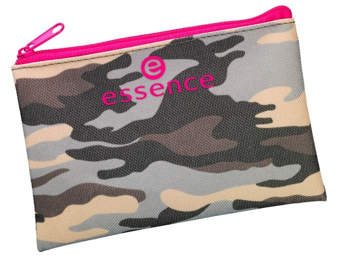 Косметичка на молнии с камуфляжным орнаментом Essence Be Loud Cosmetic Bag №01 Totally Camouflag