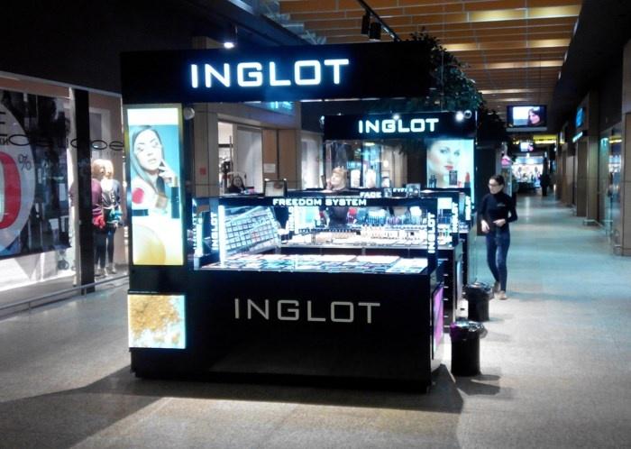 вторая точка продаж косметики INGLOT в ТРЦ Экспобел (Bigzz) – остров напротив магазина «Дом натуральной косметики» (ДНК)
