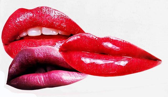 Накрасив губы, пройдитесь по ним кубиком льда: цвет долго не будет стираться