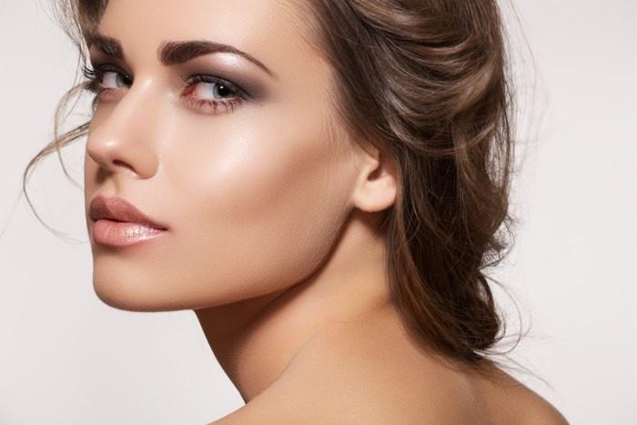 7 приёмов, как сделать лицо более худощавым с помощью макияжа