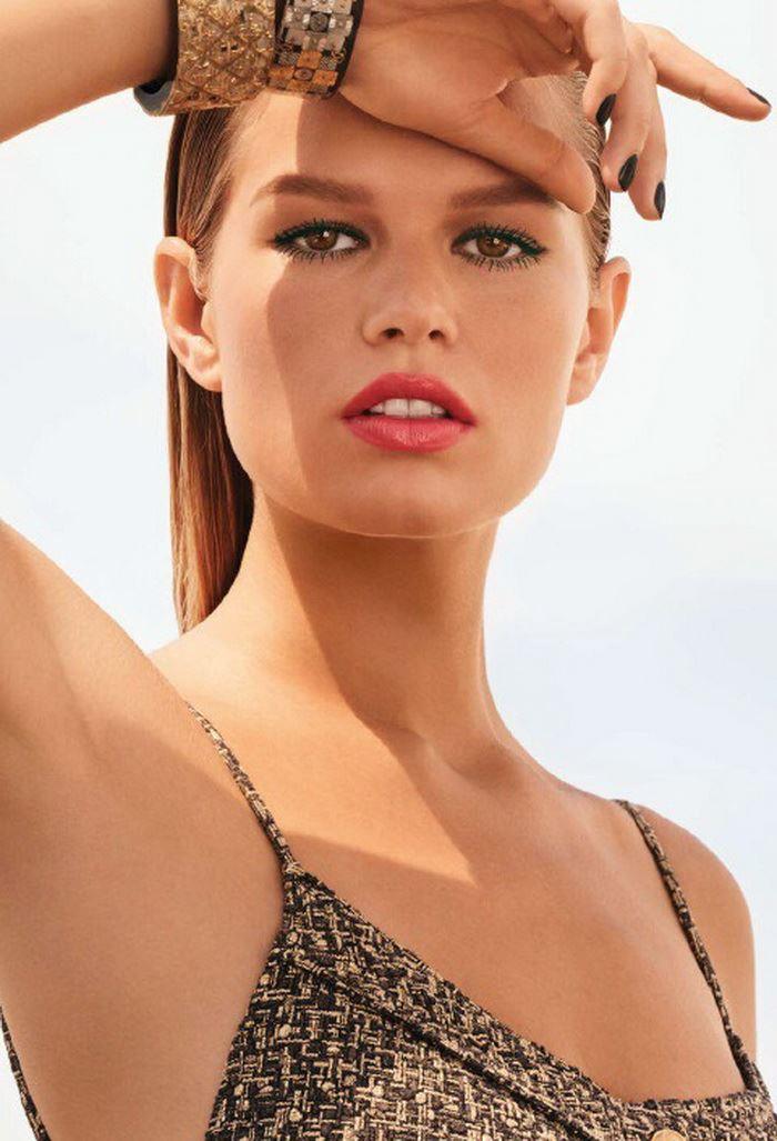 Летняя коллекция макияжа Chanel Les Indispensables de L'Ete Summer 2017 Collection